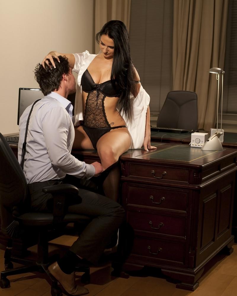 Смотреть порно секретарша опоздала на работу 15 фотография